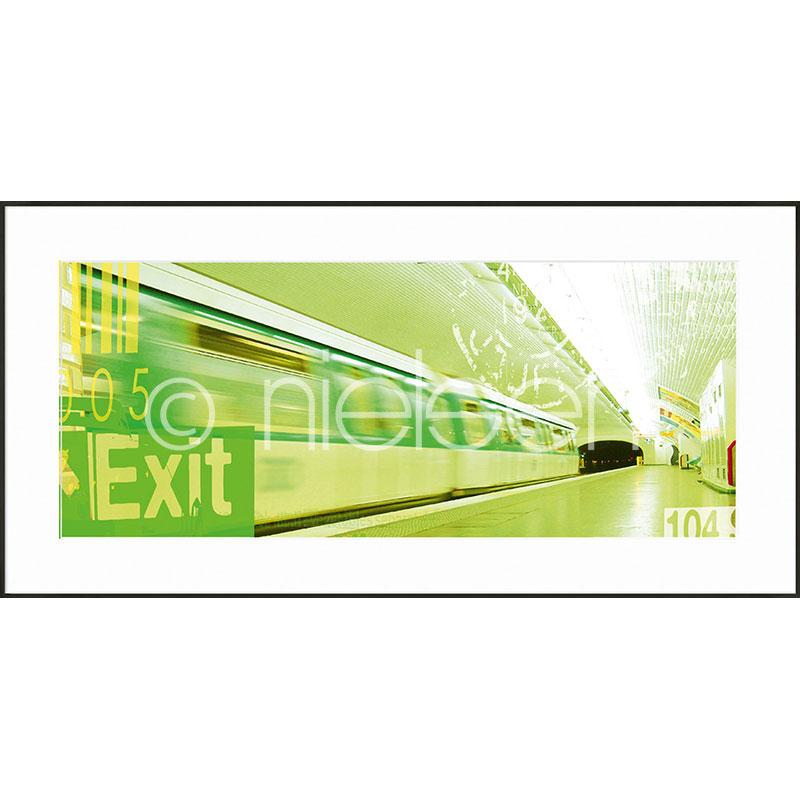 """Immagine incorniciata """"Metro Station Exit"""" con cornice in alluminio C2"""
