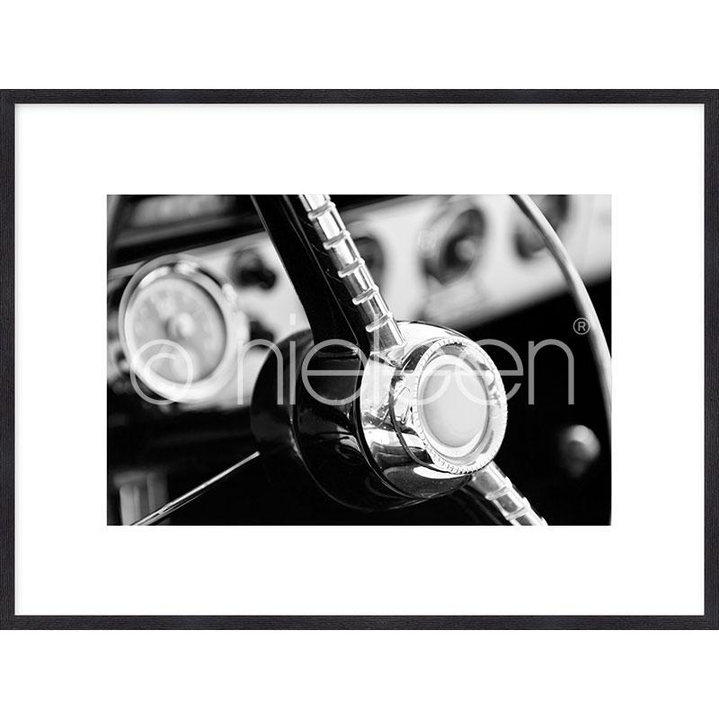 """Immagine incorniciata """"Interior of Classic Car"""" con cornice in legno Quadrum"""
