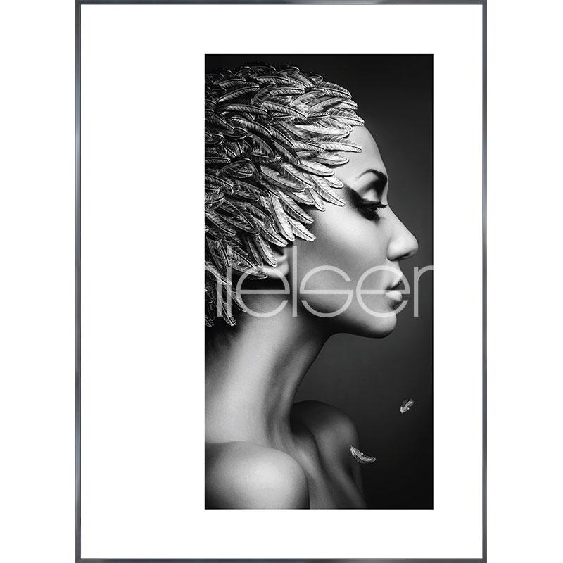 """Immagine incorniciata """"Featherhead Woman"""" con cornice in alluminio Alpha"""